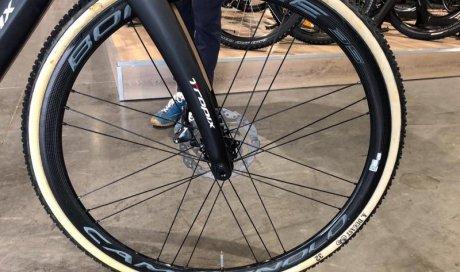 Remplacer une roue de vélo crevée Yzeure et Varennes-Vauzelles